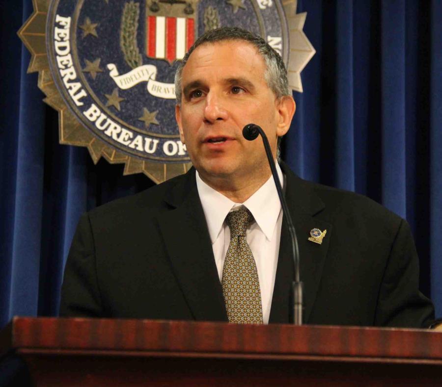 El director del FBI, Douglas Leff (semisquare-x3)