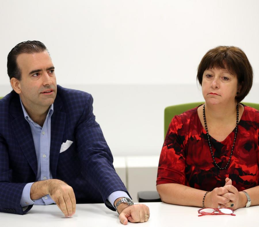 José Carrión III, presidente de la Junta de Supervisión Fiscal, junto a la directora ejecutiva del ente, en una imagen de archivo. (semisquare-x3)