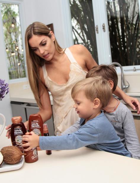La modelo Ann La Place junto a sus hijos Lucas y Diego. (vertical-x1)