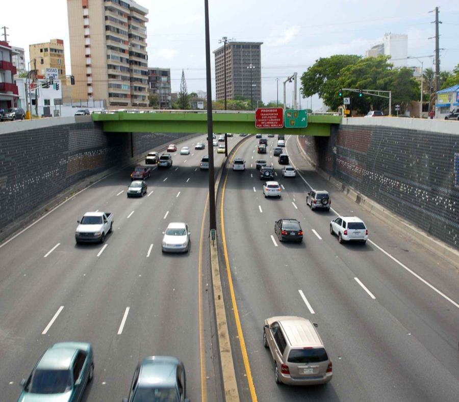 El tráfico en la avenida Baldorioty está congestionado (semisquare-x3)