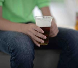 Hay que subir a 21 años la edad legal para ingerir alcohol
