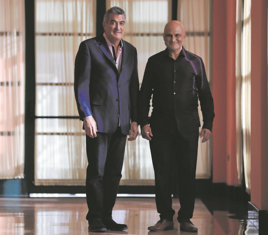 Desde la izquierda: Efren Pagán, presidente de CEAL-PR, y Azim Jamal. (semisquare-x3)