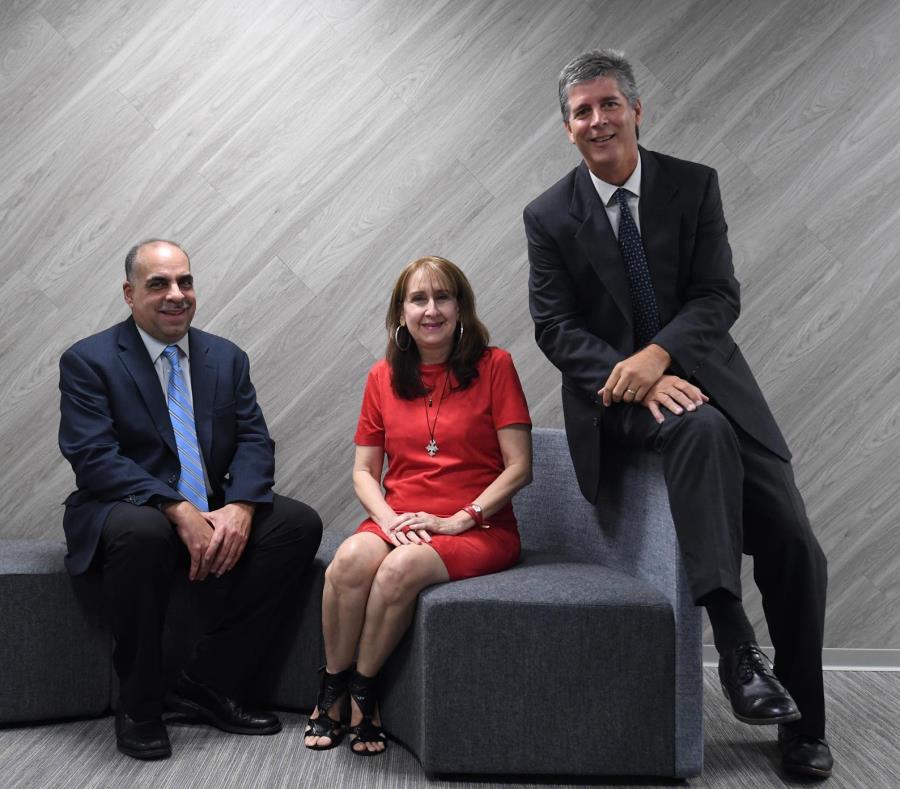 Desde la izquierda: José Ríos Nieves, Jacqueline Marie Matos y Diego Martin, directivos del  Concilio para el Desarrollo del Suplidor Minoritario de Puerto Rico. (semisquare-x3)