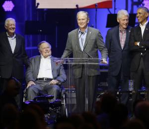 Expresidentes de Estados Unidos piden ayuda para víctimas de huracanes
