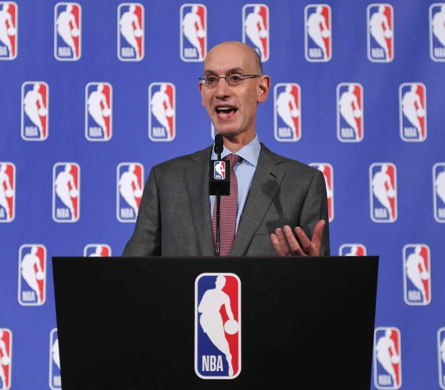 Comisionado de la NBA espera que los jugadores escuchen de pie el himno (semisquare-x3)