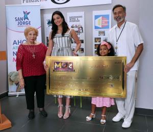 Dayanara Torres cumple con su promesa a los niños de Fundación San Jorge