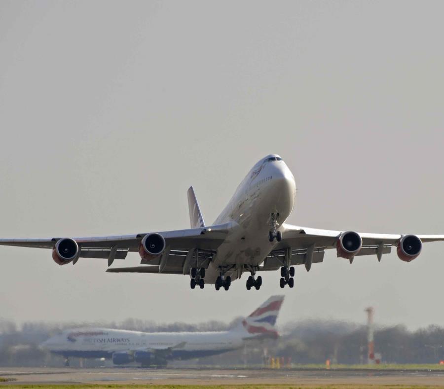 Un avión de Virgin saliendo del aeropuerto de Heathrow en Londres. (AP) (semisquare-x3)