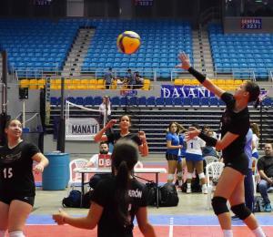 Buen inicio de la Academia Discípulos de Cristo en la Copa de Voleibol Escolar El Nuevo Día