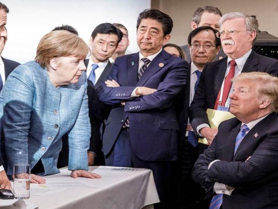 Una foto de la canciller alemana, Angela Merkel, y el presidente estadounidense, Donald Trump, así como otros líderes mundiales participantes de la tensa cumbre del G7 (semisquare-x3)