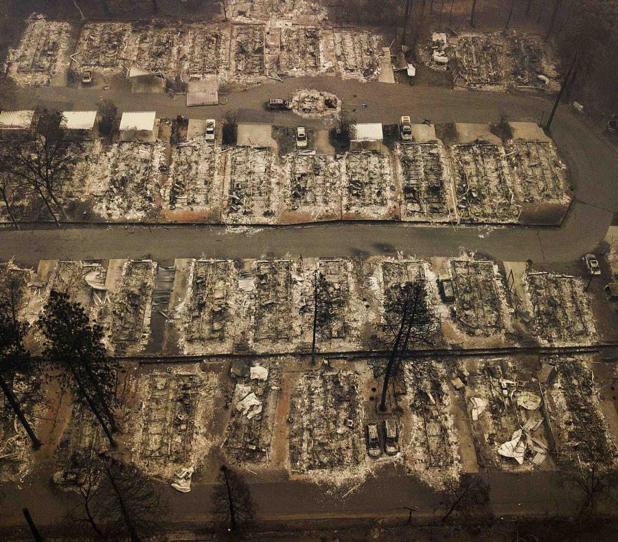 Por lo menos 88 personas murieron y decenas siguen desaparecidas tras el devastador incendio. (AP) (semisquare-x3)