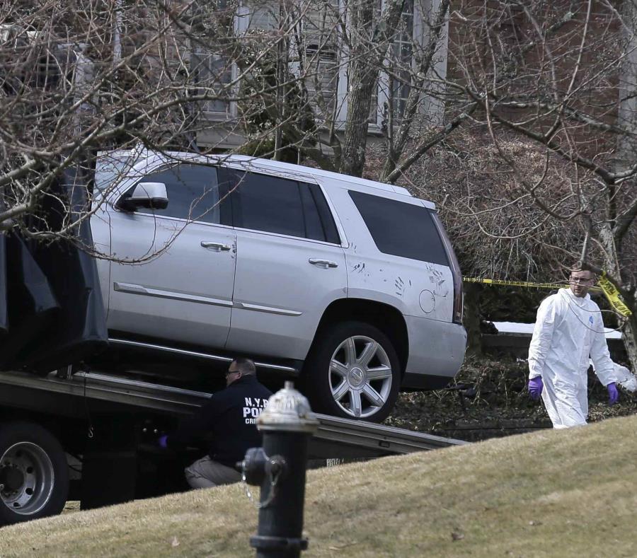 La policía ha encontrado la guagua del asesino, pero no ha recuperado el arma usada en el crimen. (AP/Seth Wenig) (semisquare-x3)