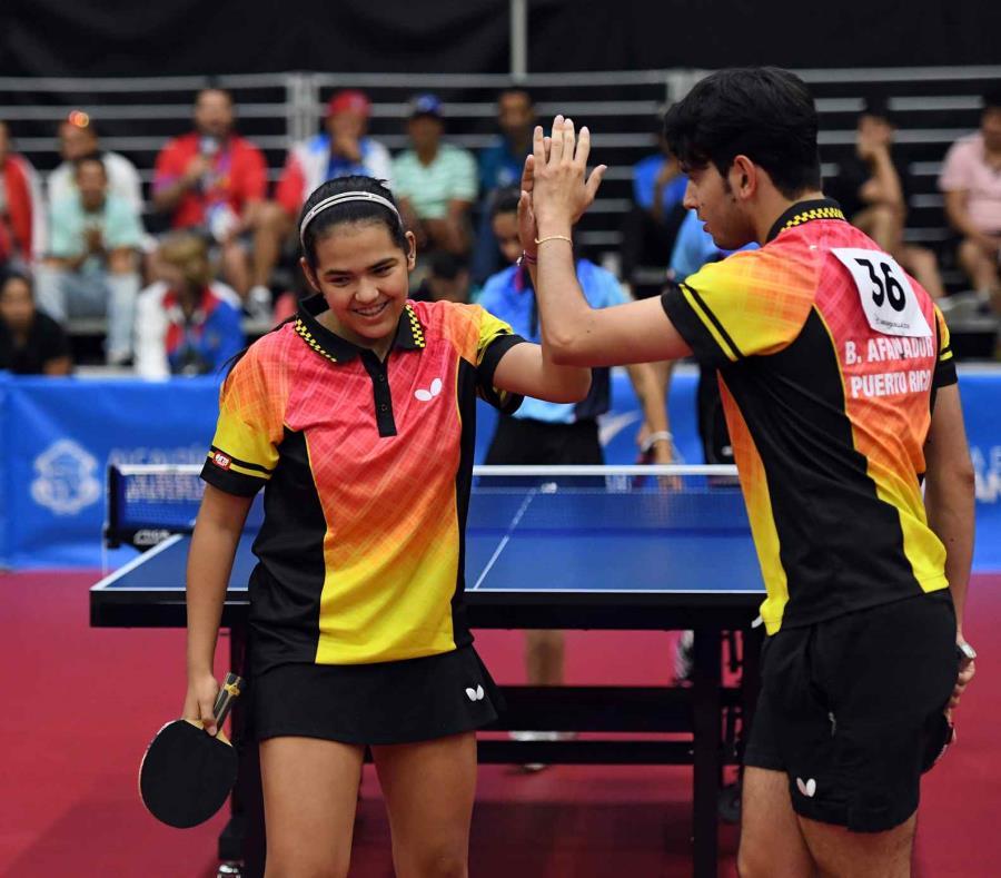 Adriana Díaz junto a Brian Afanador durante los pasados Juegos Centroamericanos y del Caribe. (GFR Media) (semisquare-x3)