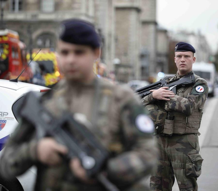 Cuatro policías asesinados por un agresor armado con un cuchillo — París