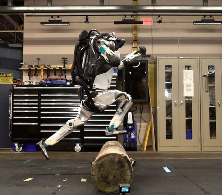 ¡El robot humanoide de Boston Dynamics ahora hace parkour!