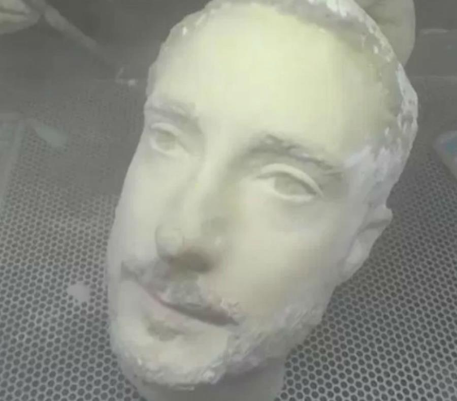 Una cabeza impresa en 3D fue capaz de engañar el desbloqueo facial de estos celulares (semisquare-x3)