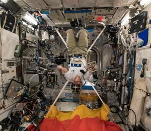¿Qué hace un astronauta cuando se enferma en el espacio?