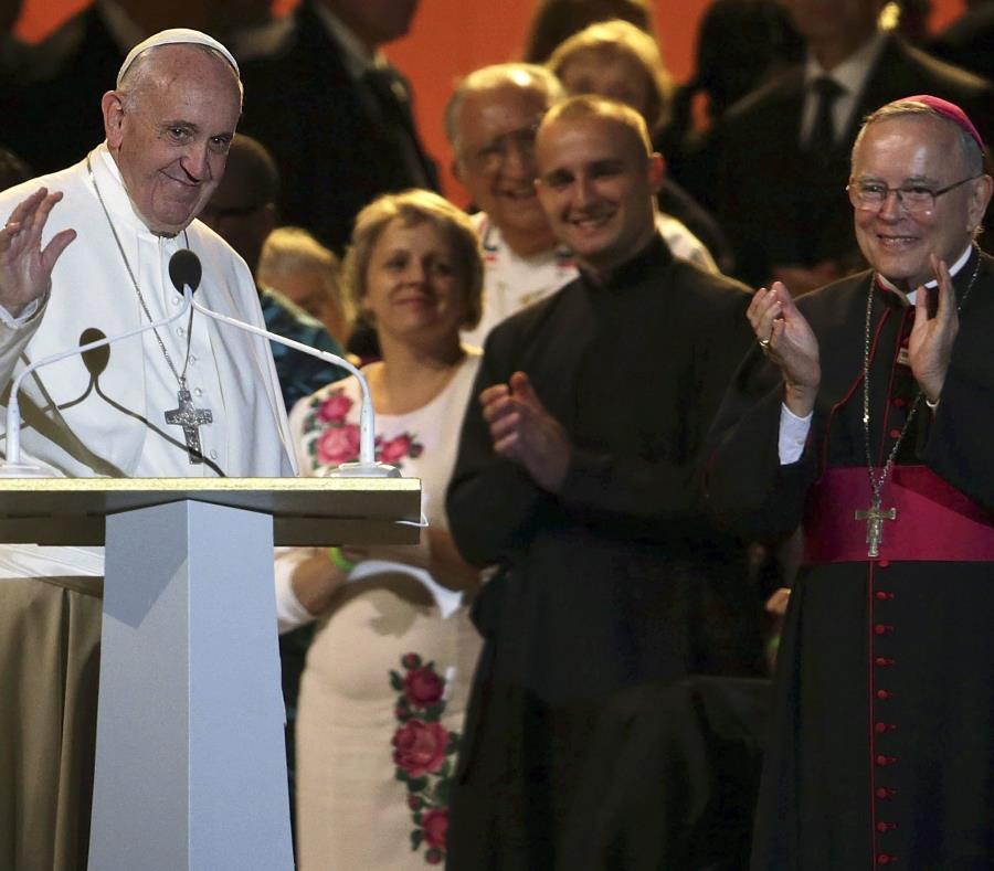 Víctima de un sacerdote chileno revela un incómodo momento entre el Papa y Viganò (semisquare-x3)