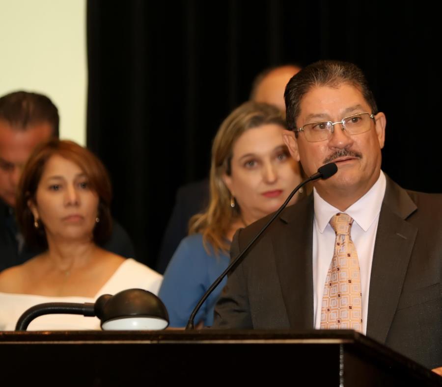 En primer plano, Carlos Rodríguez, nuevo presidente electo de la Asociación de Industriales de Puerto Rico. (Suministrada) (semisquare-x3)