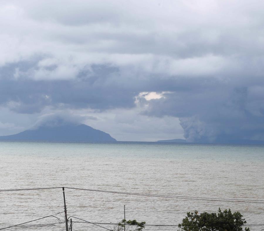 volcán Anak Krakatau (semisquare-x3)