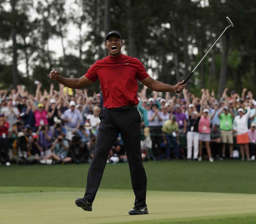 El famoso golfista, Tiger Woods (semisquare-x3)