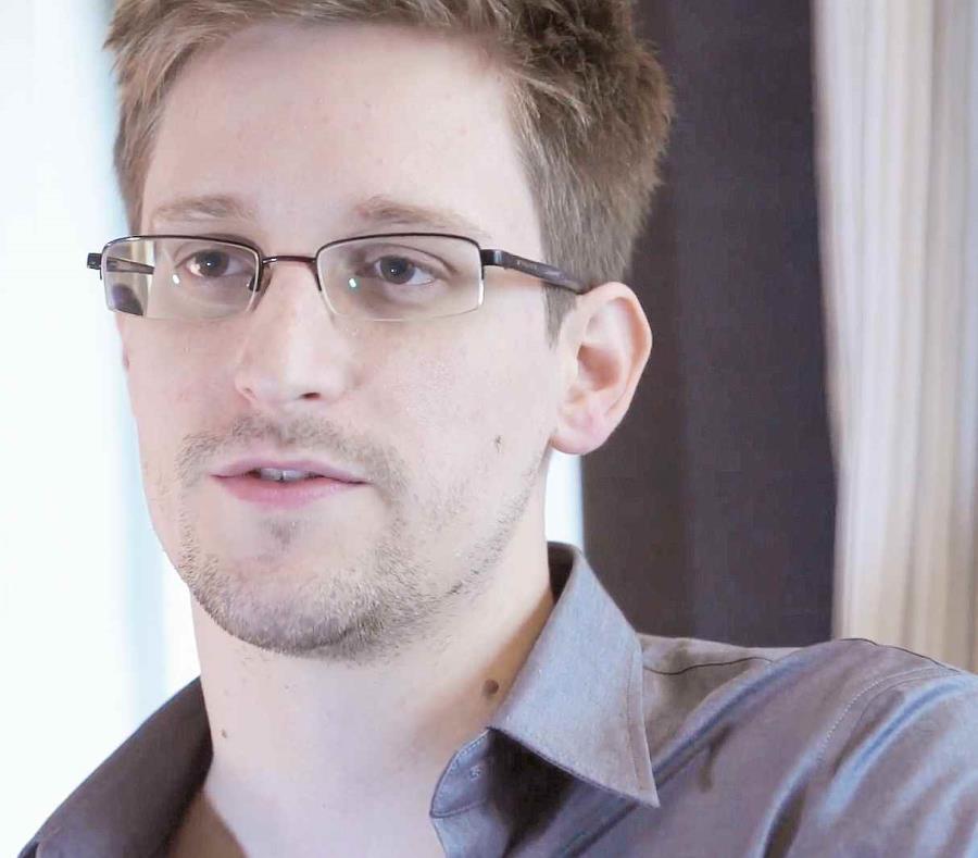 Snowden está refugiado en Rusia después de revelar en 2013 detalles de programas de espionaje estadounidense. (AP) (semisquare-x3)