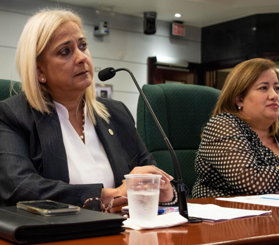 Ángela Ávila, directora de ASES, y Luz E. Cruz Romero, directora del Programa de Medicaid. (Especial GFR Media / Gabriella Báez) (semisquare-x3)