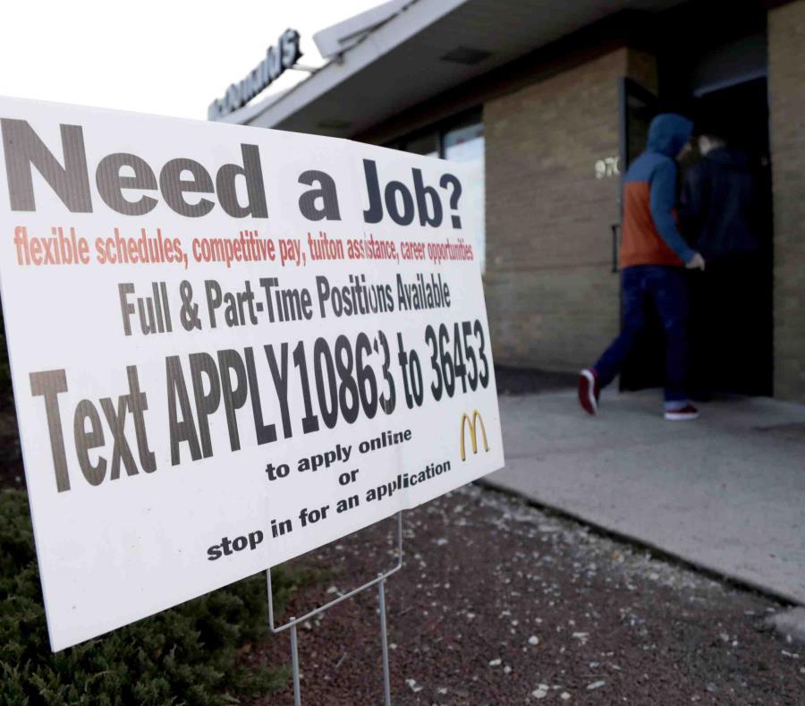 Un McDonald's donde se solicita empleados en Atlantic Highlands, Nueva Jersey (semisquare-x3)