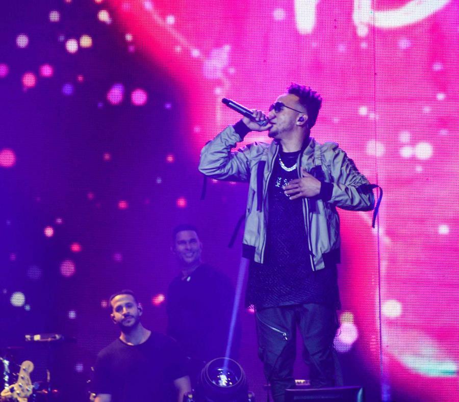 El artista puertorriqueño compartió en el escenario junto a la rapera Cardi B y la intérprete de pop Selena Gómez. (GFR Media) (semisquare-x3)