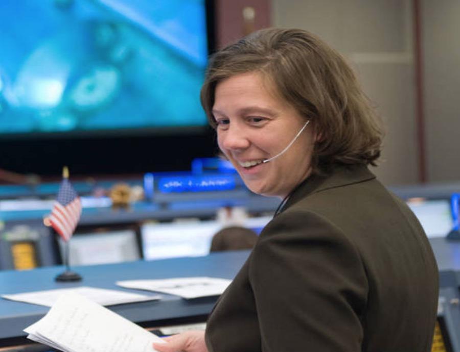 Holly Ridings se integró a la NASA desde 1998.  (semisquare-x3)