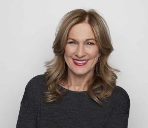 Expresidenta de los Grammy alega conflictos de interés en los premios