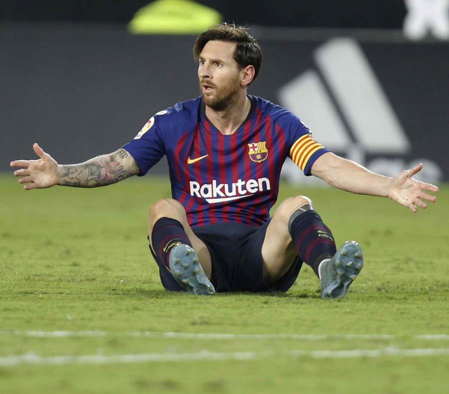 Lionel Messi reacciona luego de falla un tiro contra el Valencia. (AP) (semisquare-x3)