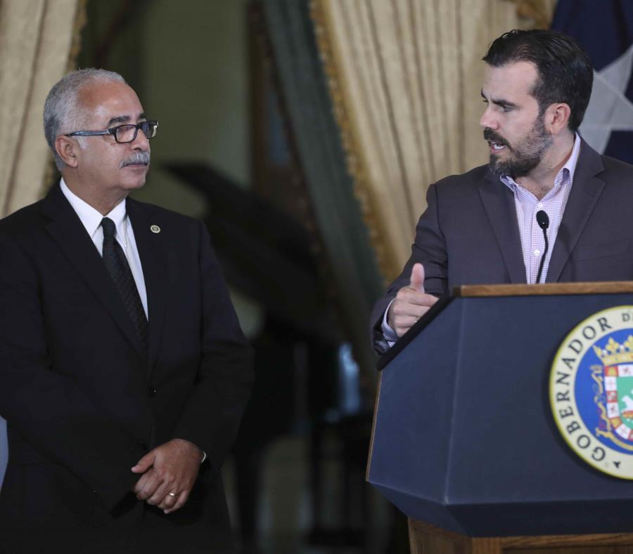 A la izquierda el secretario de Hacienda, Raúl Maldonado, y a la derecha el gobernador Ricardo Rosselló (semisquare-x3)