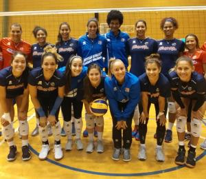 La Selección de voleibol femenino celebra primeras prácticas en Japón