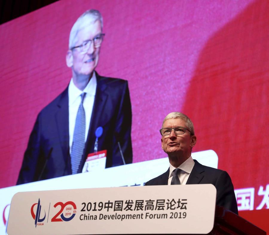 El director general de Apple, Tim Cook, toma la palabra en la Cumbre Económica organizada por el Foro de Desarrollo de China, el sábado 23 de marzo de 2019, en Beijing, China (semisquare-x3)