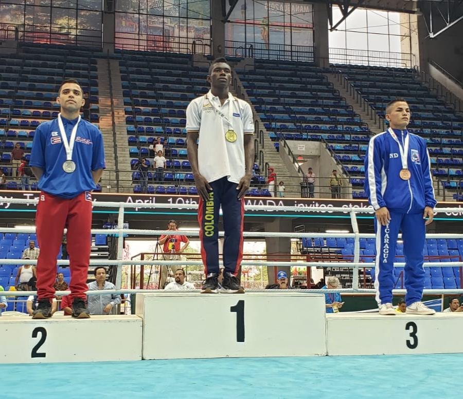 Tres peleadores boricuas que obtuvieron una presea y un pase para los Juegos Panamericanos en Lima. (EFE) (semisquare-x3)