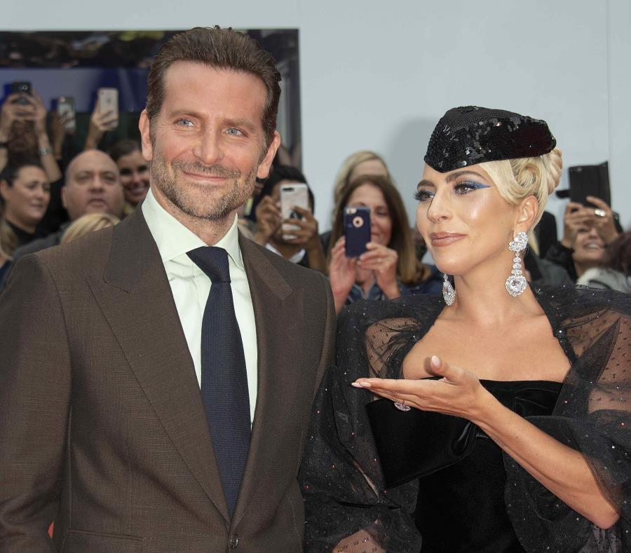 Bradley Cooper y Lady Gaga a su llegada al Festival Internacional de Cine de Toronto. (EFE) (semisquare-x3)