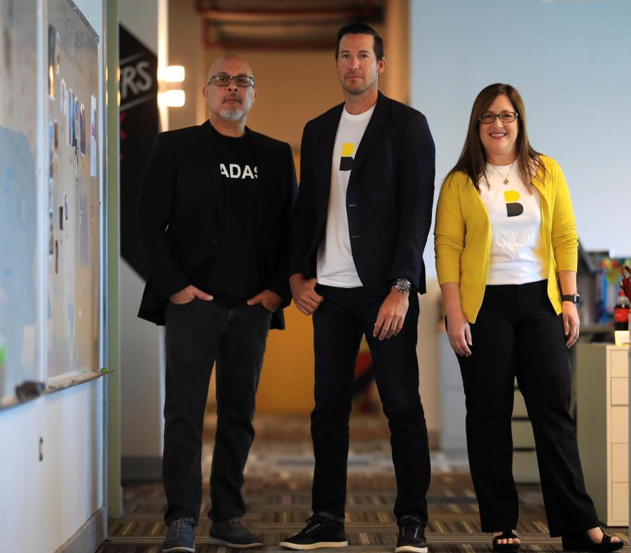 Desde la izquierda Enrique Rentas, director creativo de DDB Latina; Ineabelle Vélez, principal oficial de Operaciones; y Edgardo Manuel Rivera, principal oficial ejecutivo de DDB Latina. (semisquare-x3)
