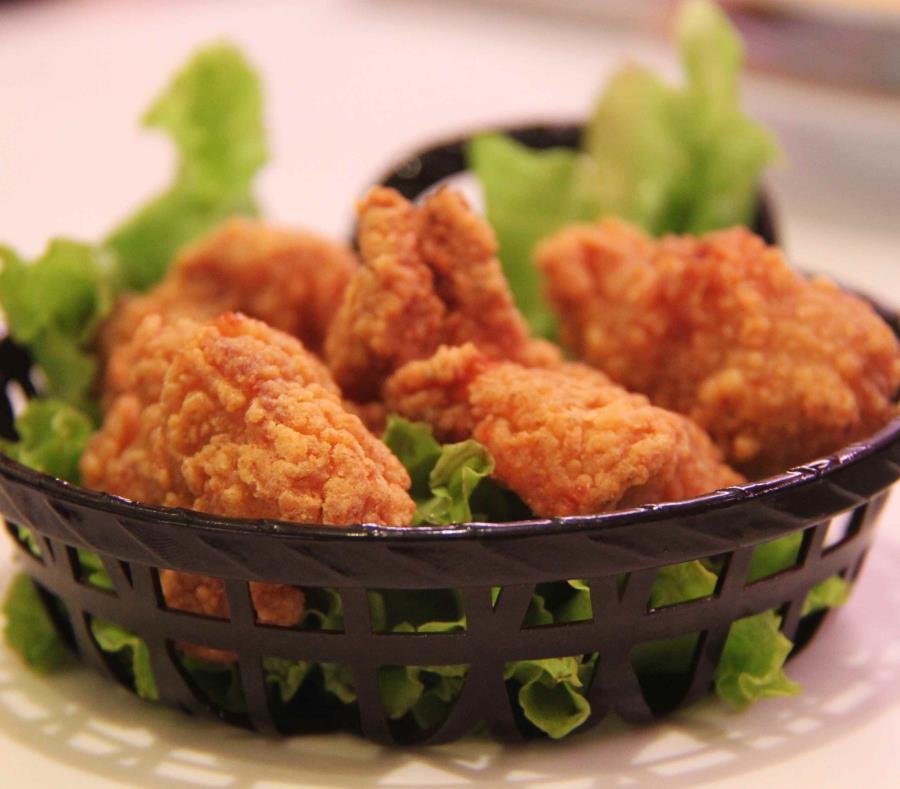 Por estar contaminados con madera empresa retira nuggets de pollo