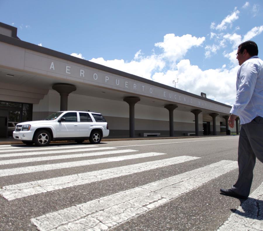 En la foto uno de los terminales del aeropuerto que lleva el nombre de Eugenio María de Hostosc (semisquare-x3)