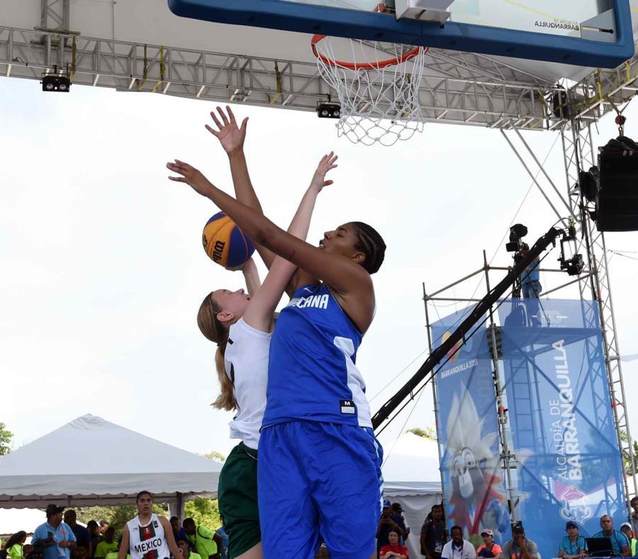 El torneo de baloncesto 3x3 comenzó hoy, jueves, con los equipos que estaban presentes. (semisquare-x3)