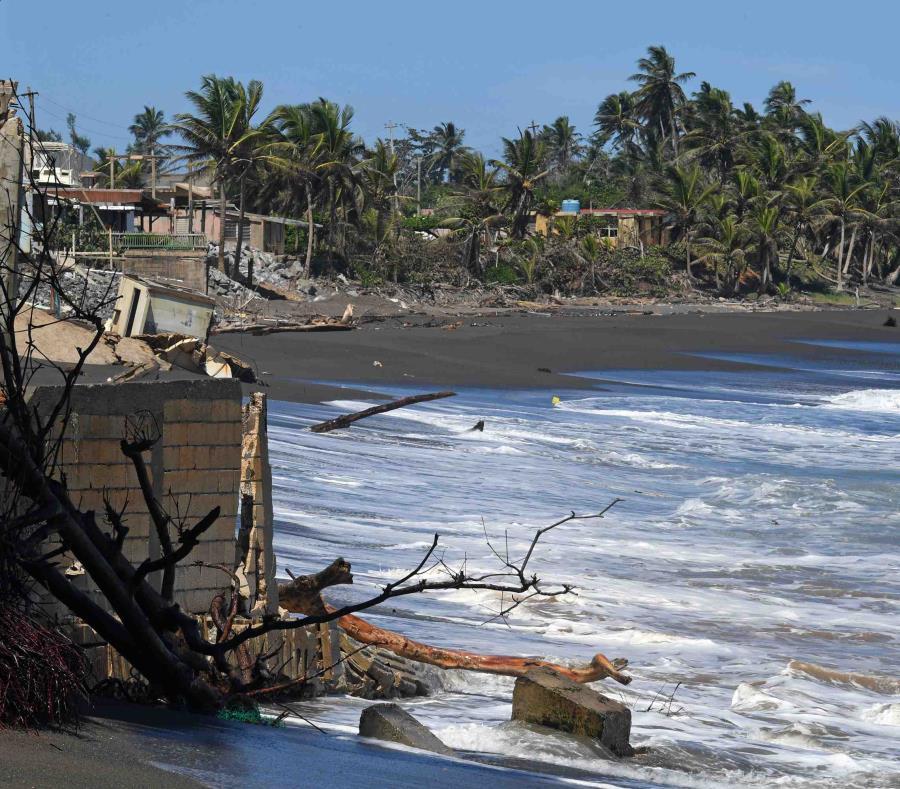 Costa del barrio la boca, en Barceloneta, tras el huracán María. (GFR Media) (semisquare-x3)