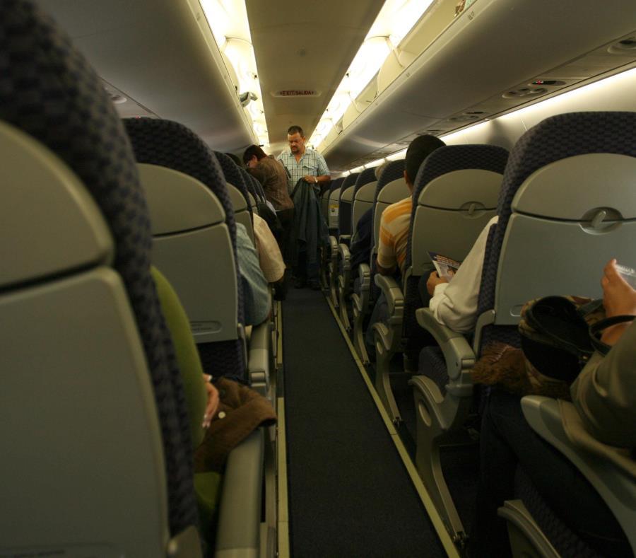 De 180 vuelos diarios que había antes de María, ahora hay menos, y aun así los vuelos están saliendo de Puerto Rico llenos en un 90%, afirmaron expertos de la industria turística. (GFR Media) (semisquare-x3)