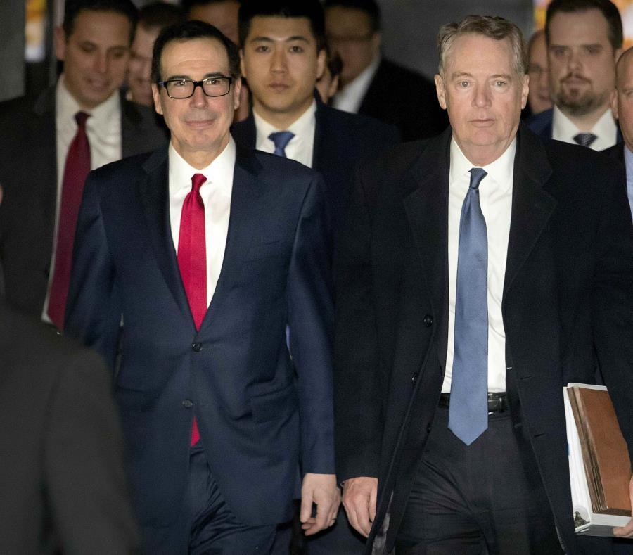 La delegación estadounidense está encabezada por el secretario del Tesoro, Steven Mnuchin (izquierda), y el representante de Comercio, Robert Lighthizer (derecha). (AP/Mark Schiefelbein) (semisquare-x3)