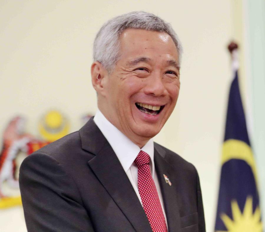 El primer ministro de Singapur Lee Hsien Loong sonr e luego de una conferencia de prensa con el primer ministro de Malasia, Mahathir Mohamad, en Putrajaya, Malasia (semisquare-x3)