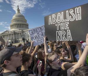 Las armas y la juventud