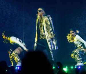 Luis Fonsi, Ozuna y Wisin y Yandel acompañan a Daddy Yankee en su segundo concierto en el Choliseo
