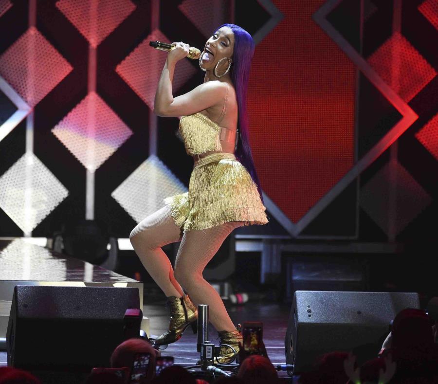 Cardi B cantando durante una actividad el pasado viernes. (AP / Chris Pizzello) (semisquare-x3)