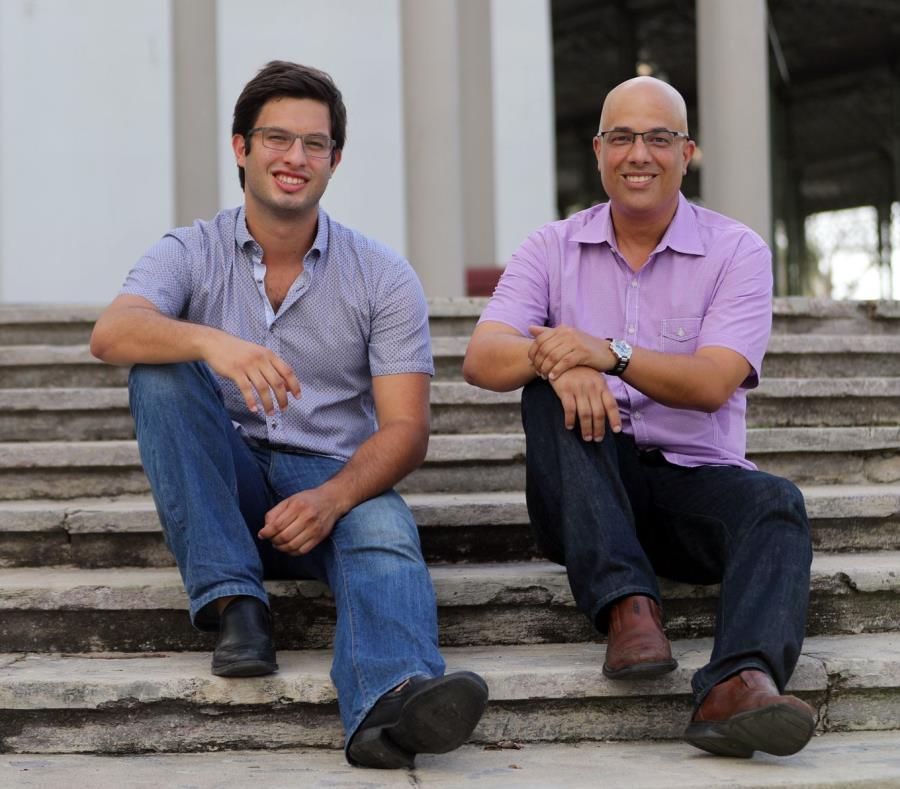 Héctor Ferrer (der.), junto a su hijo Héctor Enrique, venció el cáncer en el esófago. (semisquare-x3)