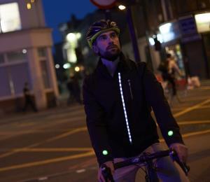 Ford creó chaqueta inteligente para aumentar seguridad de los ciclistas