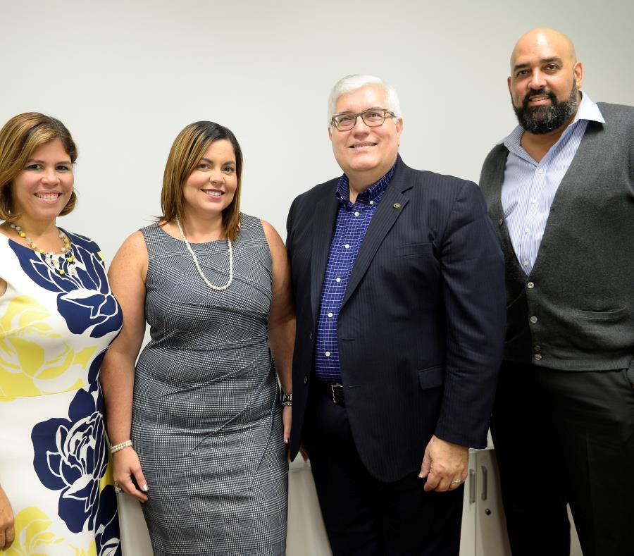 Desde la izquierda Raquel Rivera, presidenta de la Junta Reglamentadora de Relacionistas, junto a otros profesionales de la industria (semisquare-x3)